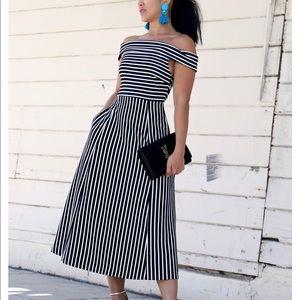 Dresses & Skirts - Banana Republic Dress.